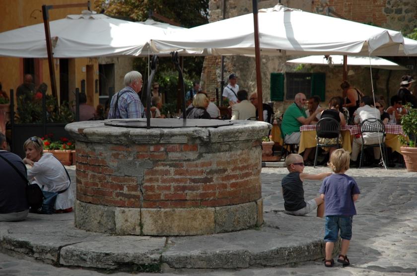 Monteriggioni's piazza.