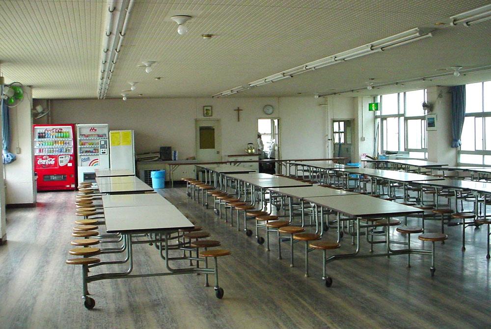 http://randomthoughtsfrommidlife.files.wordpress.com/2011/08/12-cafeteria-08-17-2011.jpg